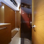 Jeanneau 439 Shower